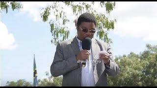 Gambar cover FULL VIDEO: Wananchi walivyomkataa Mkuu wa Wilaya mbele ya Waziri Mkuu