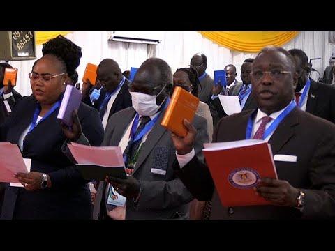 شاهد: جنوب السودان يؤدي اليمين الدستورية في برلمان جديد تعهد بموجب اتفاق السلام…  - نشر قبل 46 دقيقة