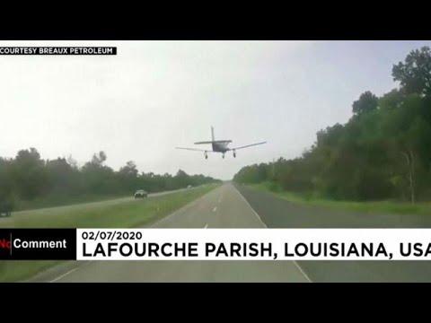 شاهد: هبوط اضطراري لطائرة على طريق للسيارات في الولايات المتحدة…  - نشر قبل 7 ساعة