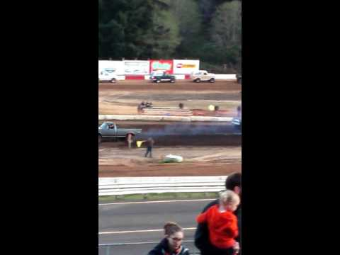 Mud drags at Coos Bay Speedway 2016