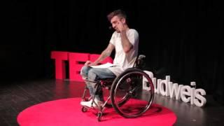 Život = párty | Bekim Aziri | TEDxBudweis