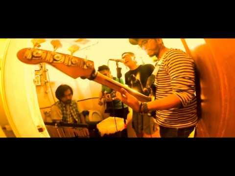 LOSING MY MIND (acoustic version) by ISA RAJA - TOILET ECHO