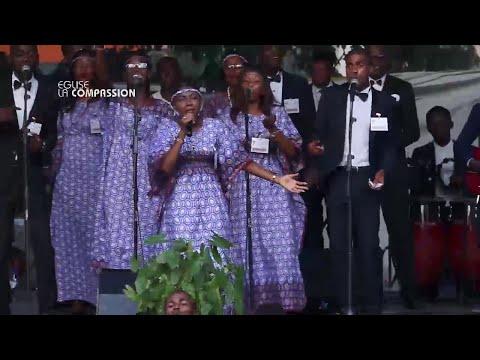 SOEUR SARAH MBWAKA   ADORATION ET LOUANGE CROISADE EVANGELIQUE 2016 DE CLOTURE ALPHA 40