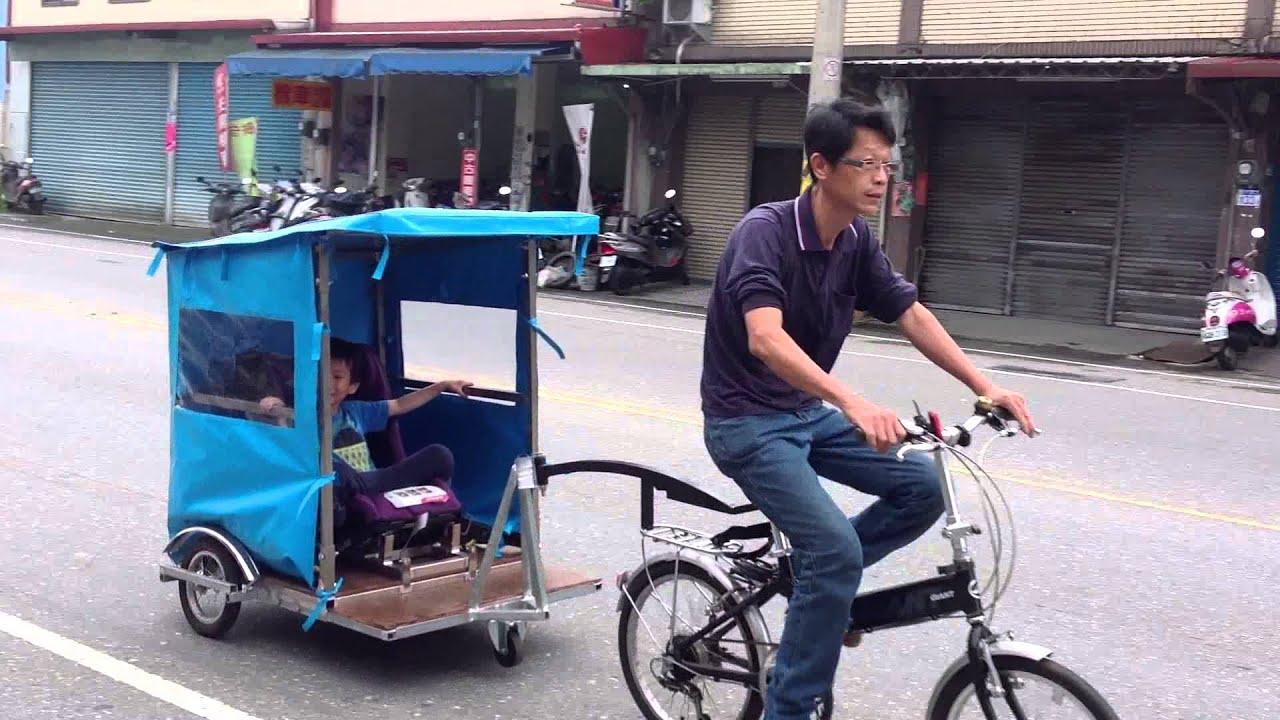 拖車載小孩…馬路上
