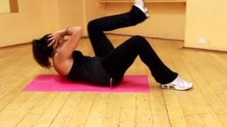 Crunch laterali a terra alzando il ginocchio per addominali laterali scolpiti e tonici