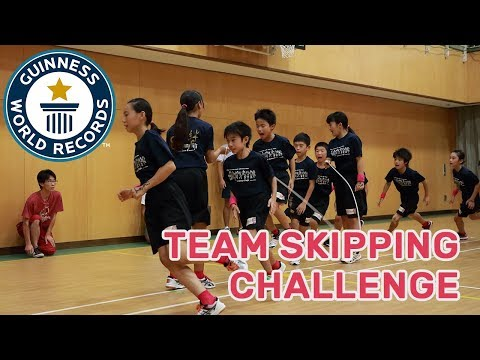 Amazing team skipping challenge! - Guinness World Records