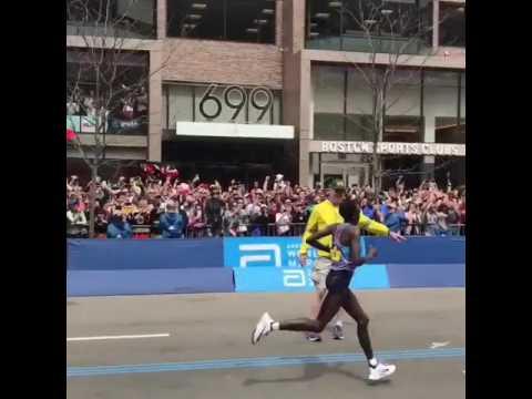 Edna Kiplagat winning Boston 2017 Marathon