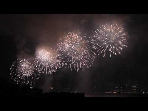July 4 Macy's firework show in N Y C 2016