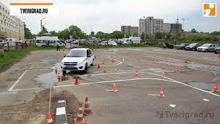 В Твери гаишники со всей области соревновались в мастерстве скоростного вождения