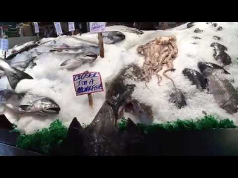 Flying fish at Pike Place Market