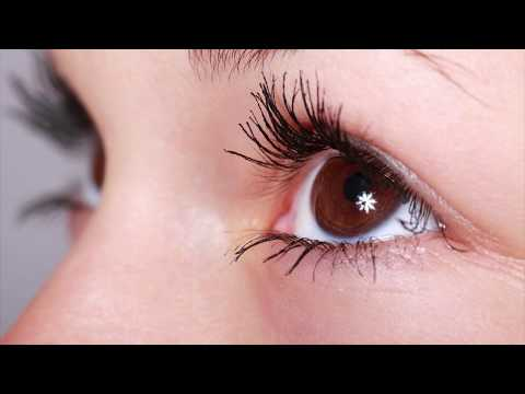 Using Natural Coconut Oil Cream to Rejuvenate Your Eye Contours