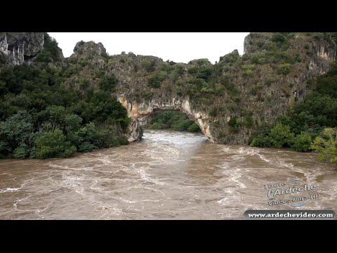Crue de l'Ardèche 2014 sous le Pont d'Arc (19 sep 2014) (4K)