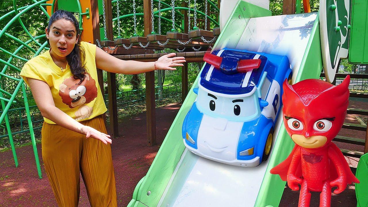 Spielzeug Kindergarten mit Valeria. Die Spielzeuge räumen auf. Wir machen ein Picknick