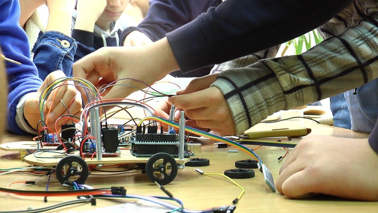 Юні прикарпатці показали, як створюють роботів та програмують на 3D-принтері (відеосюжет)