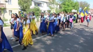 Жители Раздельной устроили парад вышиванок