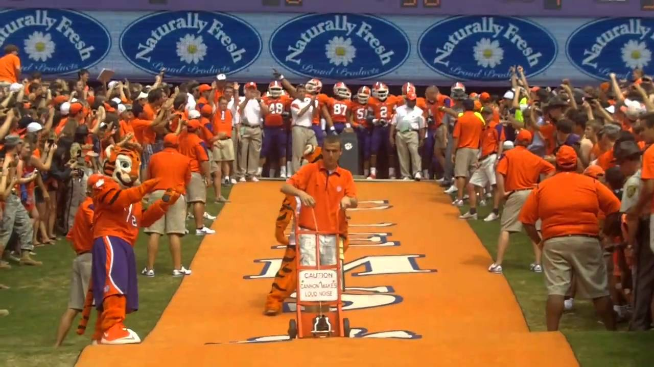 Clemson Tigers Run Down the Hill in HD - YouTube