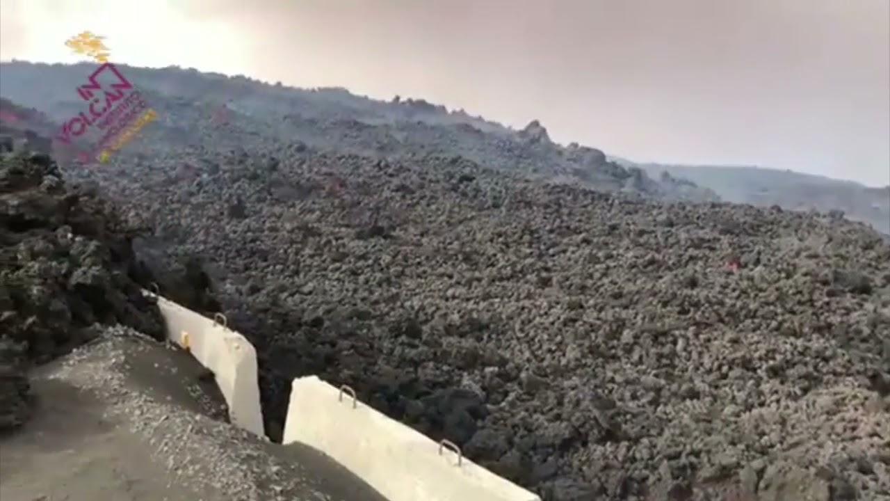 Colada de lava llegando a La Laguna, en La Palma, este martes, 19 de octubre en un vídeo de Involcan