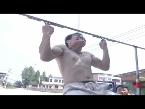 Watch: kung fu fan does pull-ups with middle fingers