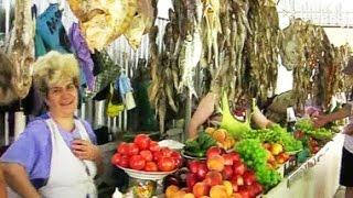 Рынок на средней Бердянской косе Азовского моря. The market on the mean Berdyansk Spit the Azov Sea