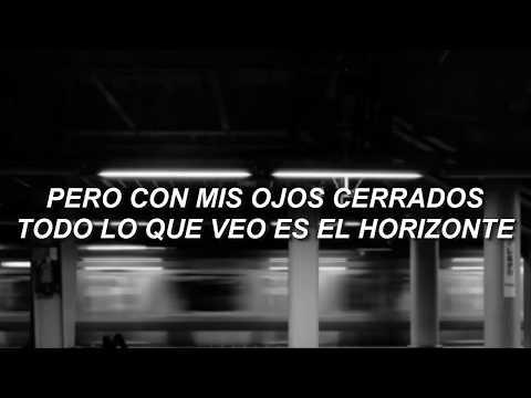 kiss me slowly // parachute, español