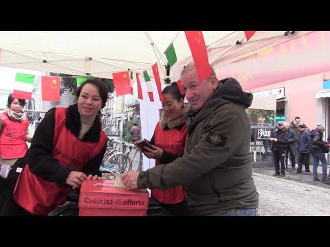 Coronavirus, la solidarietà della Chinatown milanese: vestiti in vendita per aiutare Wuhan