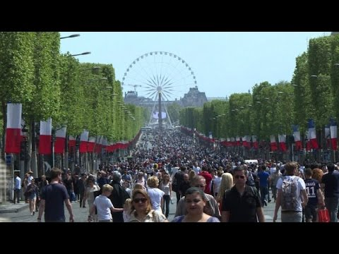 Strolling and selfies as Paris' Champs-Elysees goes car-free
