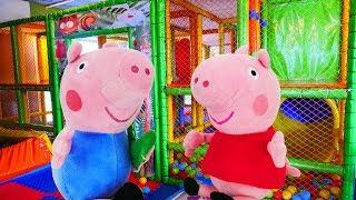Детское видео - Свинка Пеппа и семья Свинов в кафе