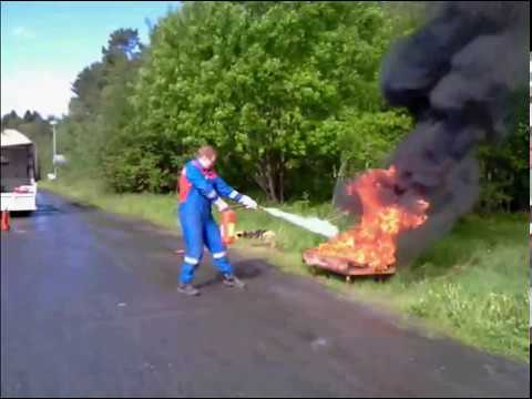 How not to put out a flame using a fire extinguisher - How to put out a fireplace ...