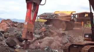 Rammer 3288 HD Boulder Breaking in Brazil