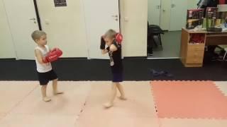 """Дети боксируют. Возраст 5 лет. Тайский бокс. Тренер: Ратманский С.И. Спортивный клуб """"Black Horse"""""""