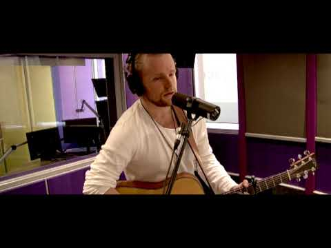 Richard Stirton performs 'Hallelujah' cover