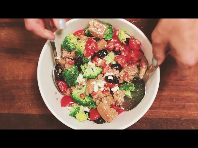 WINTER BREAD SALAD WITH BROCCOLI, POMEGRANATE AND RUSKS