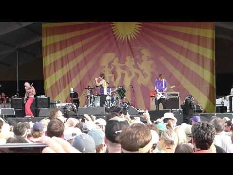 Red Hot Chili Peppers - Higher Ground [Stevie Wonder cover] (Jazz Fest 04.24.16) HD