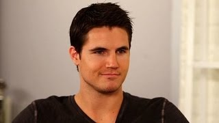 The Tomorrow People's Robbie Amell on the World's Worst Possible Superpower | POPSUGAR Interview