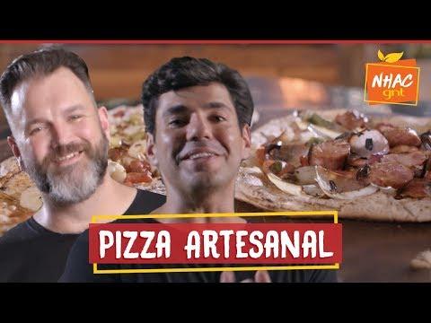 Pizza caseira de frango com requeijão e linguiça toscana com cebola  Bronze e Jimmy  Perto do Fogo