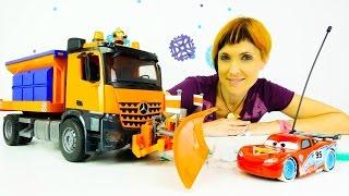 Видео для детей про машинки. Веселая Школа. Маша Капуки, Грузовичок Лева, снегоуборочная машина