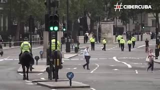 Varios heridos tras choque de auto ante el Parlamento británico
