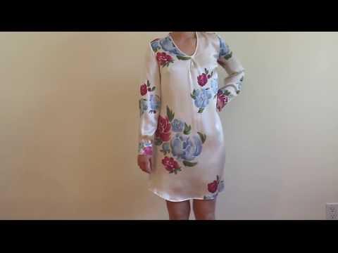 La robe de soie biologique imprimée de notre motif floral exclusif