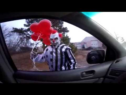 SCARY KILLER CLOWN ATTACKS KIDS IN CAR - Scary Clo