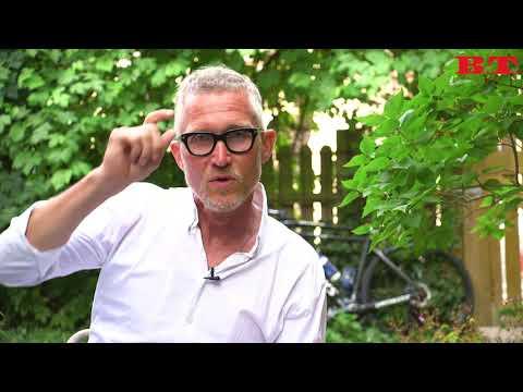 Brian Holm fortæller: Hvad gør man hvis man skal lave nr. 2, når man cykler?