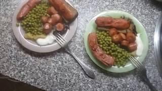 Сосиски с зелёным горошком / Sausage with green peas