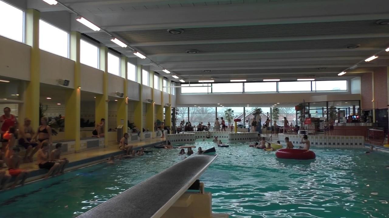Zwembad Dolfijn Hoogeveen.Hoogeveens Kampioenschap Bommetje Springen In Zwembad De