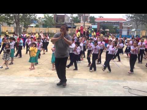 Bài múa hát tập thể Xòe Hoa
