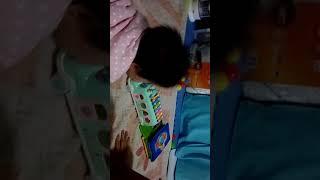 嬰兒收玩具(9M19D)