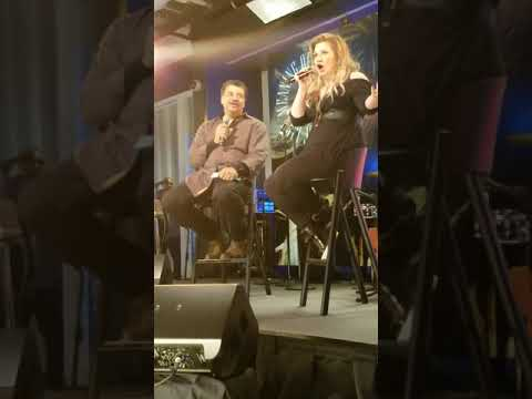 Kelly Clarkson at you tube live event NYC 11-1-2017