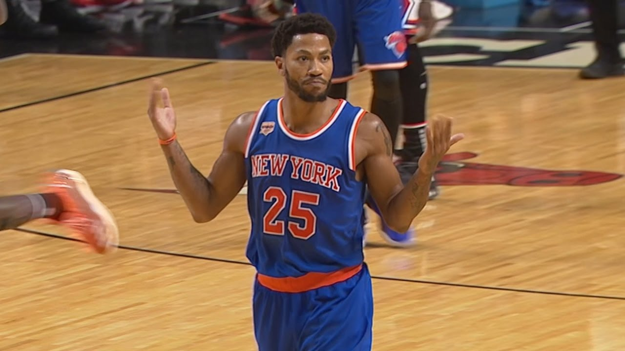 Derrick Rose Returns Home for the 1st Time! New York Knicks vs ... 43507c6d6