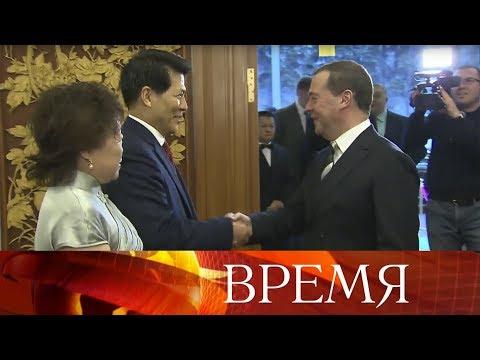 Укрепление двусторонних контактов Дмитрий Медведев обсудил с послом КНР в Москве.