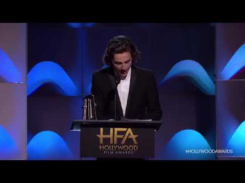 Timothée Chalamet accepts the Breakout Actor award at the Hollywood Film Awards streaming vf