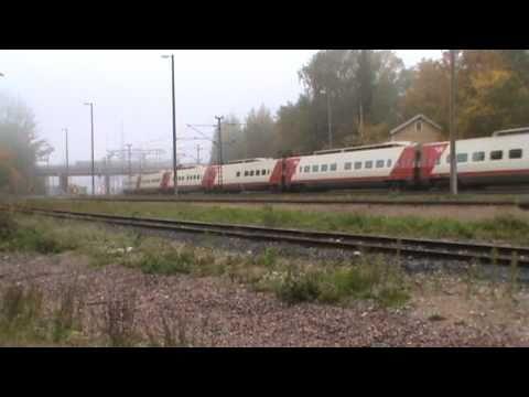 Pendolino S2 depart Lahti railway station. Sm3 Pendolino S2 lähtee Lahdesta Helsinkiin