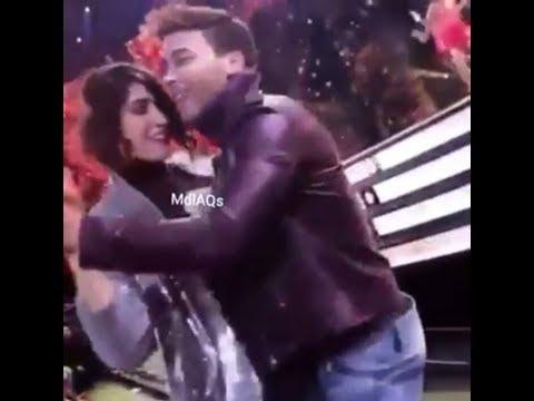 Ashley bailando con Prince Royce